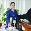 Radu Gogoşoiu iubeşte foarte mult muzica şi vrea să devină un chitarist cunoscut în toată lumea (Foto: Bogdan Grosu)