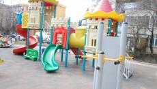 După ce le-a recepţionat fără probleme, primăria a descoperit că locurile de joacă nu respectă cerinţele calitative (Foto: Arhiva GdS)