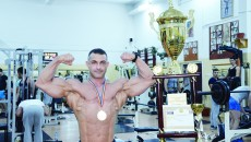 Cristi Firică a revenit spectaculos în circuit şi a pus în vitrina CS Gladiator Gym un trofeu important (Foto: Alexandru Vîrtosu)