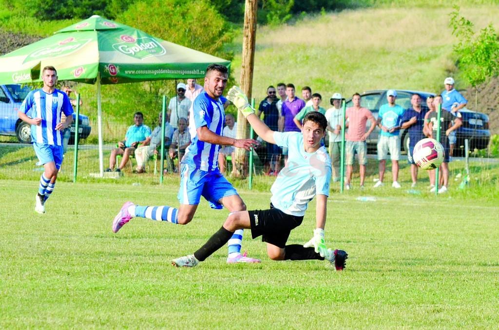 Simon Măzărache (în centru) a marcat multe goluri la echipa a doua şi îşi doreşte să înscrie curând şi în Liga I (Foto: Alexandru Vîrtosu)