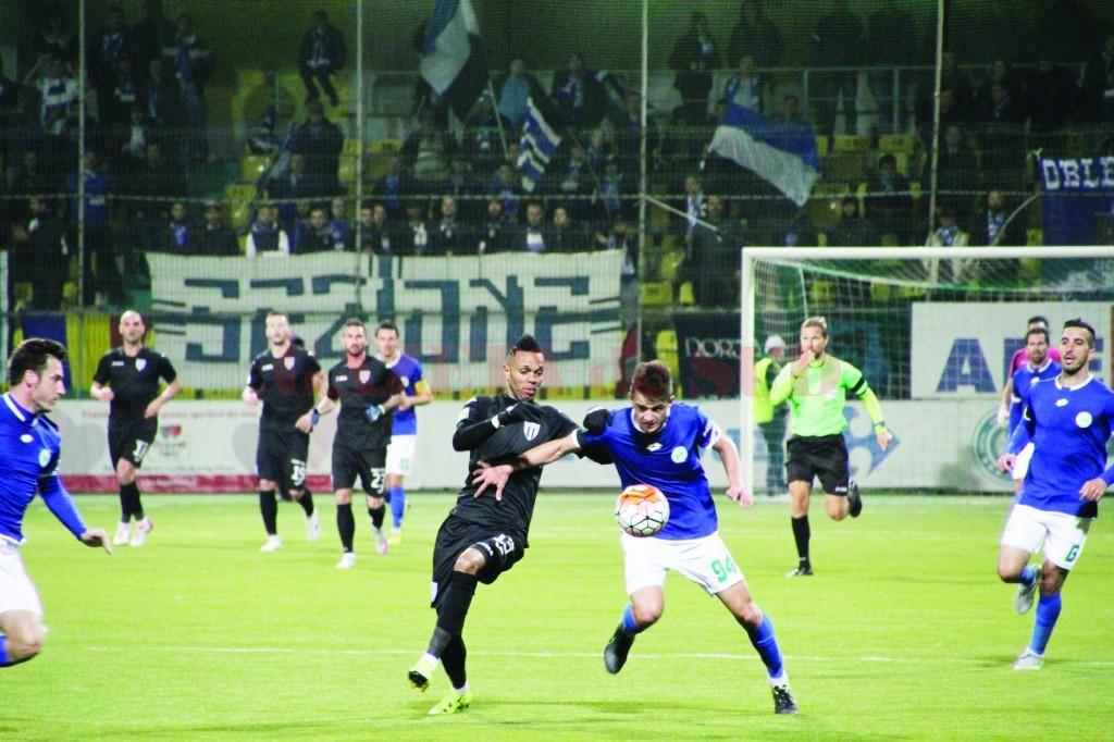 Jucătorii de la CS Universitatea (în negru) au fost net superiori adversarilor de vineri (Foto: csuc.ro)