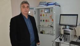 Marcel Ionică a explicat cum funcționează sistemul inventat de echipa de la IPA și care a obținut deja două medalii de aur la expoziții internaționale de inventică (Foto: Claudiu Tudor)