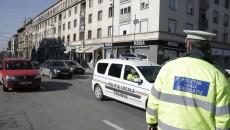 Polițiștii locali din Craiova vor un spor de 15% din salariul de bază, deoarece consideră că lucrează în condiții periculoase cum ar fi statul la calculator sau patrularea pe străzi (Foto: Arhiva GdS)
