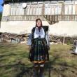 Anica Gornoviceanu în portul popular lucrat de mama sa (Foto: Claudiu Tudor)