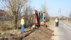 În Goicea se lucrează la introducerea rețelei de apă și canalizare (Foto: Traian Mitrache)