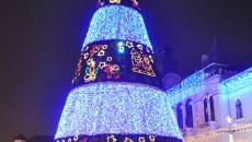 Autorităţile mai au o săptămână să finalizeze împodobirea oraşului de sărbători (Foto: Eugen Măruţă)