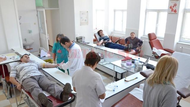 Toți cei care donează sânge pentru victimele incendiului din clubul Colectiv pot beneficia  gratuit de un set de analize la Centrul Medical Helios (Foto: GdS)