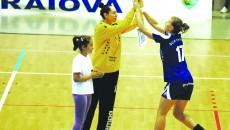 Mirela Paşca (stânga) şi Alexandra Andrei Gogoriţă au redevenit colege şi vor încerca să elimine pe Krim din Cupa Cupelor