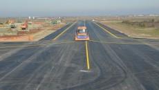 Ieri au fost inaugurate lucrările la pista de decolare-aterizare, calea de rulaj,  dar și reabilitarea vechii platforme de îmbarcare (Foto: Lucian Anghel)