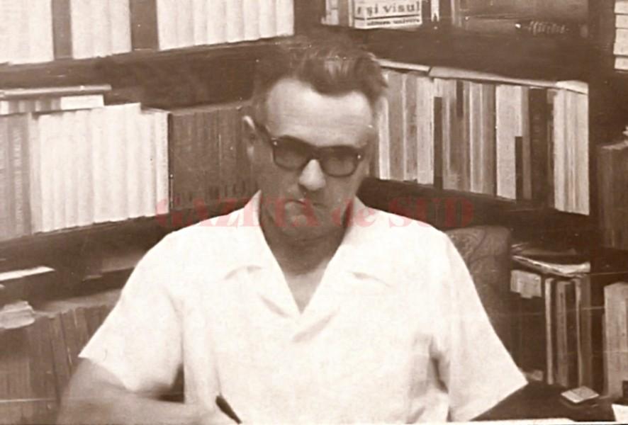 Profesorul universitar Pavel Țugui, în preajma cărților dragi sufletului său (Arhiva: Pavel Țugui)