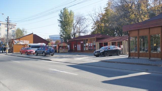 Piața Dezrobirii va rămâne un loc abandonat, cel puțin până când nu se găsește o firmă care să o modernizeze la costurile impuse de beneficiar (Foto: Arhiva GdS)