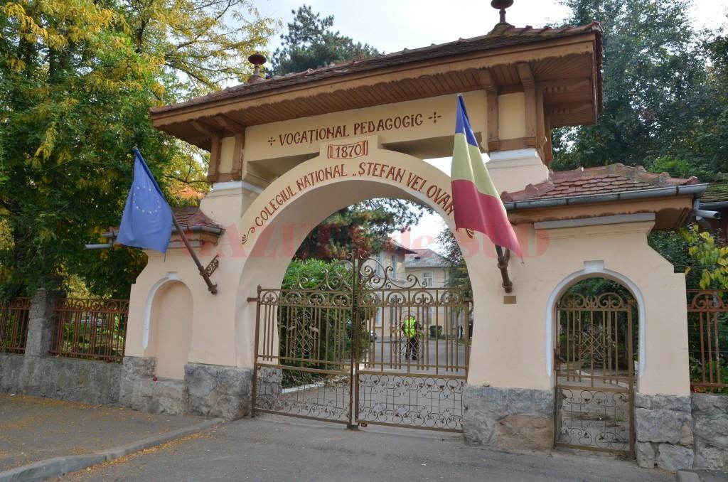 """Colegiul Național Pedagogic """"Ștefan Velovan"""" este unul din cele două licee craiovene care au primit titlul de Școală Europeană"""