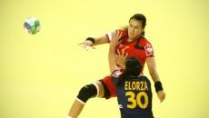 Cristina Neagu (în roşu) şi colegele sale au făcut un joc de excepţie cu Brazilia