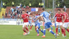 Bogdan Vătăjelu (la minge) şi colegii săi trebuie să câştige cu Voluntariul dacă vor să mai spere la play-off