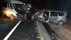 O femeie a murit, iar alte șase persoane au fost rănite în urma accidentului în care au fost implicate trei autovehicule și o căruță