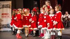 Copiii de la KOP Dance Schooll, pregătiți de profesorul Oana Paciurea, au pregătit momente artistice speciale pentru Crăciun (Foto: Ștefan Voinea)
