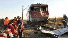 accident-cu-patru-morti-la-brasov-traficul-rutier-si-feroviar-din-zona-blocat-in-urma-accidentului-347963