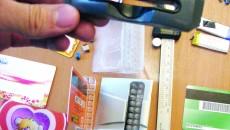 Ofițerii BCCO au găsit în bagajele celor trei craioveni aparatură pentru copierea datelor de pe cardurile bancare