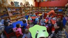 """Copii din grupele mică și mijlocie ale Grădiniței """"Ethos"""" au venit la Biblioteca """"Aman"""" pentru a le aduce jucării celor mai puțin norocoși (Foto: Traian Mitrache)"""