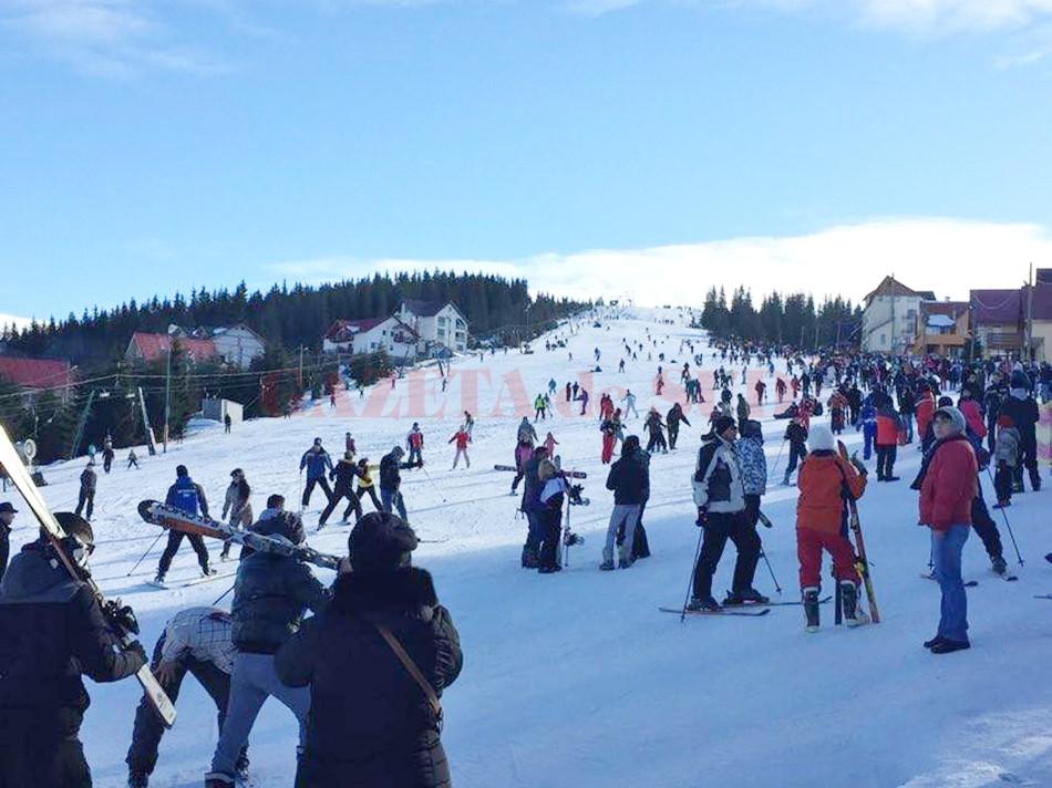 Mii de turişti s-au aflat la Rânca (Foto: Eugen Măruţă)