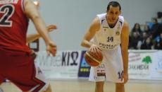 Pilcevic (la minge) şi colegii săi au învins rivala tradiţională a craiovenilor, Dinamo