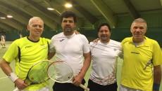 Laurenţiu Bucur (al doilea din stânga) şi Dan Duţescu (al treilea din stânga), alături de perechea care i-a învins în finală