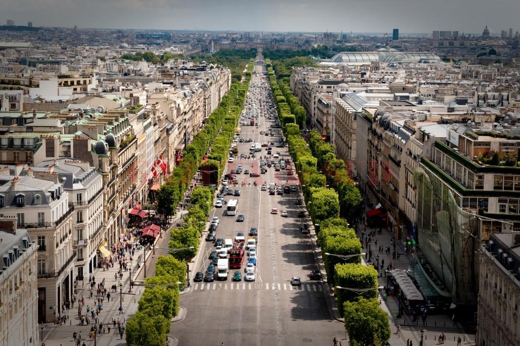 Avenue_des_Champs-Élysées_July_24,_2009_N1