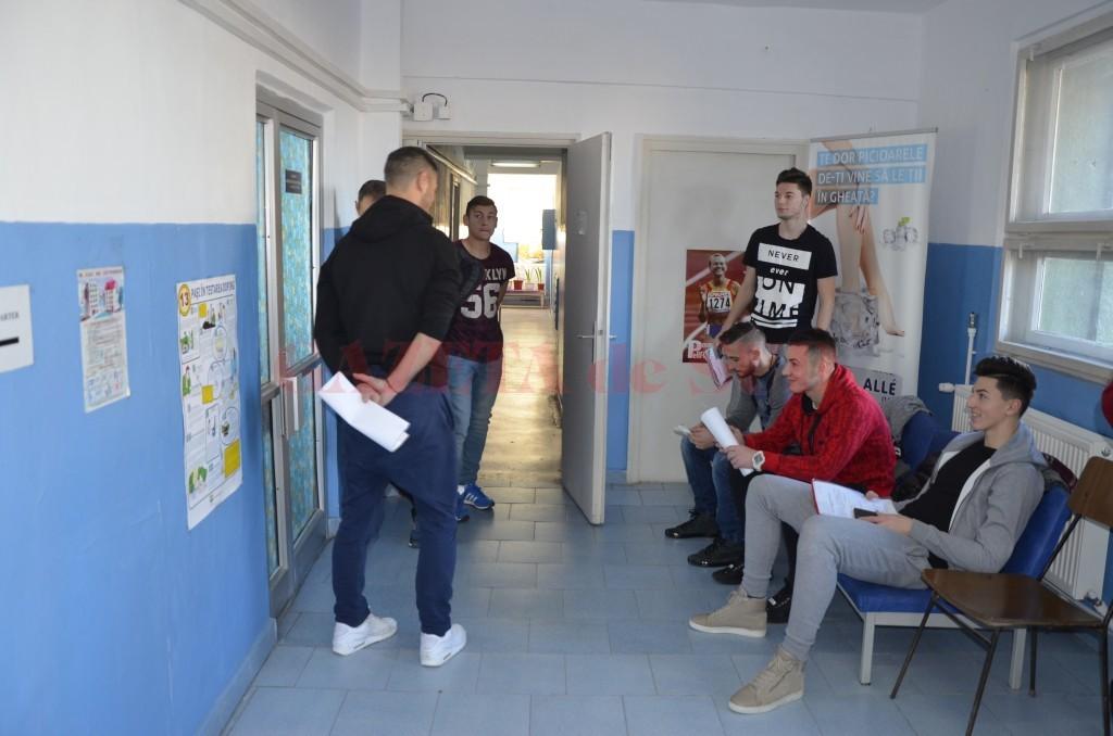 Fotbaliștii de la CSU au susținut testele pentru obținerea vizei medicale (foto: Alexandru Vîrtosu)