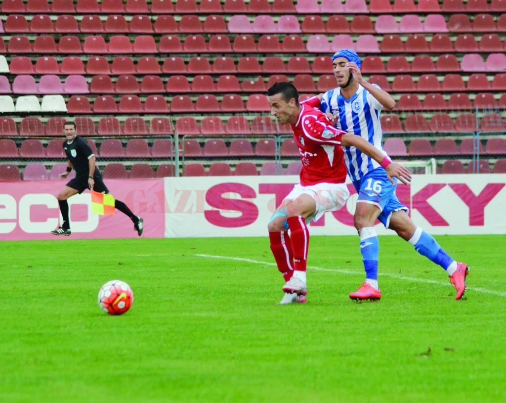 Momcilovic (în roşu) a semnat cu Steaua, Ivan l-ar putea urma (Foto: Alexandru Vîrtosu)