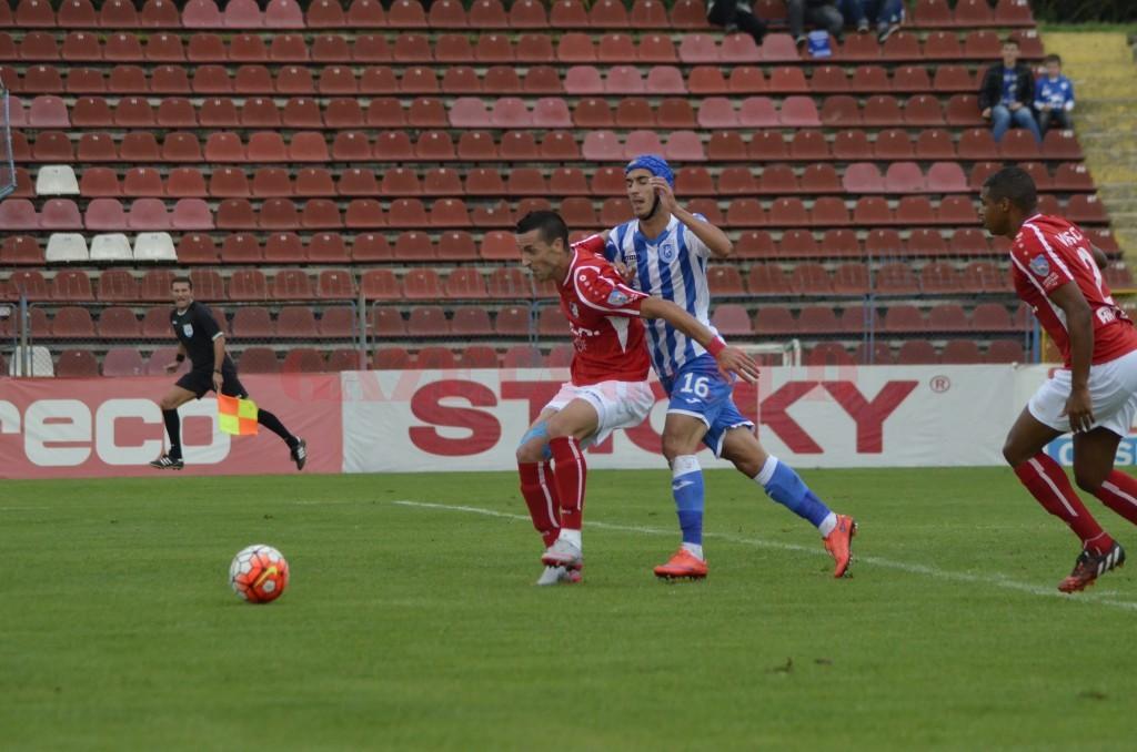 Marko Momcilovic (în roșu) s-a înțeles cu Steaua (foto: Alexandru Vîrtosu)