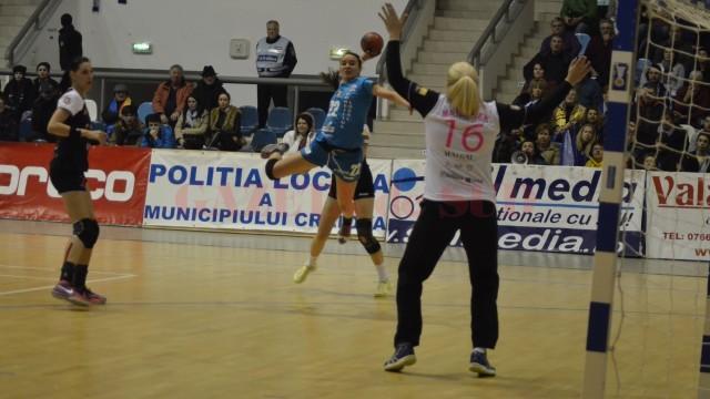 Cristina Florica (la minge) a înscris un gol