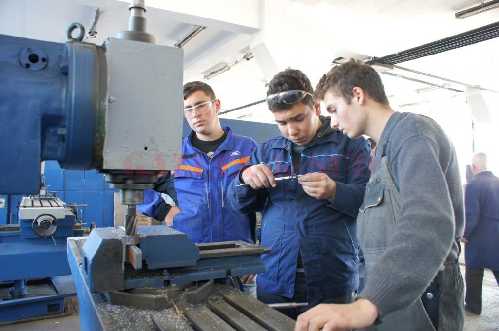 Absolvenții de gimnaziu vor avea în acest an la dispoziție noi specializări la școlile profesionale (FOTO: Arhiva GdS)