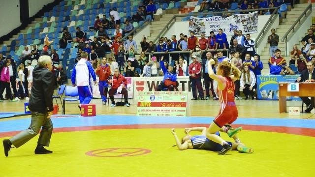 Craioveanca Miruna Stângă (în roşu) are şanse să urce pe podium
