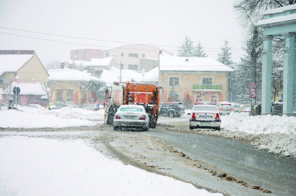 Polițiștii doljeni le recomandă șoferilor să circule cu atenție, dar și să-și echipeze mașinile pentru sezonul rece (Foto: arhiva GdS)