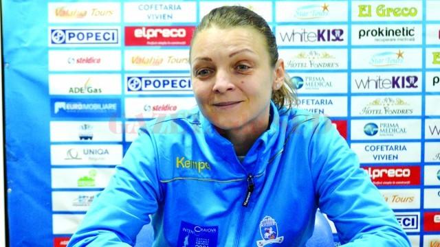 Antrenoarea Simona Gogârlă îşi doreşte să elimine din Cupa Cupelor echipa unde a făcut performanţă ca jucătoare (Foto: Traian Mitrache)