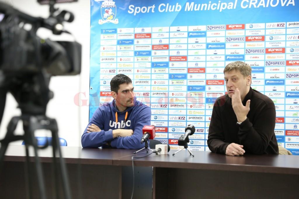 Antrenorul Oliver Popovic (dreapta) a spus la conferința de presă că l-a dorit pe Mladen Pantic (stânga) din vara anului trecut (foto: Lucian Anghel)