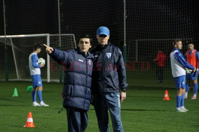 Daniel Mogoșanu (stânga) și Victor Naicu sunt mulțumiți de modul cum decurge pregătirea în Antalya (foto: csuc.ro)