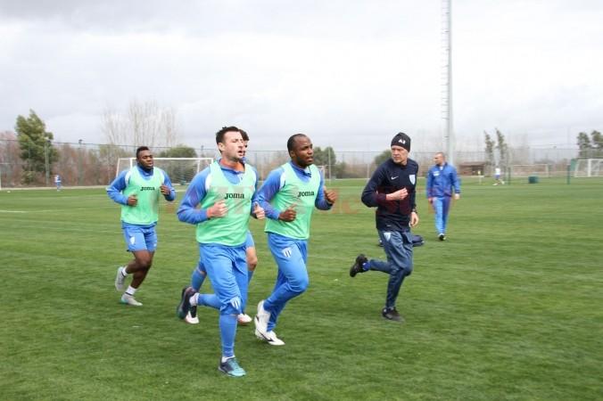 Victor Naicu (foto, în dreapta) este mulţumit după primul test al alb-albaştrilor (foto: csuc.ro)