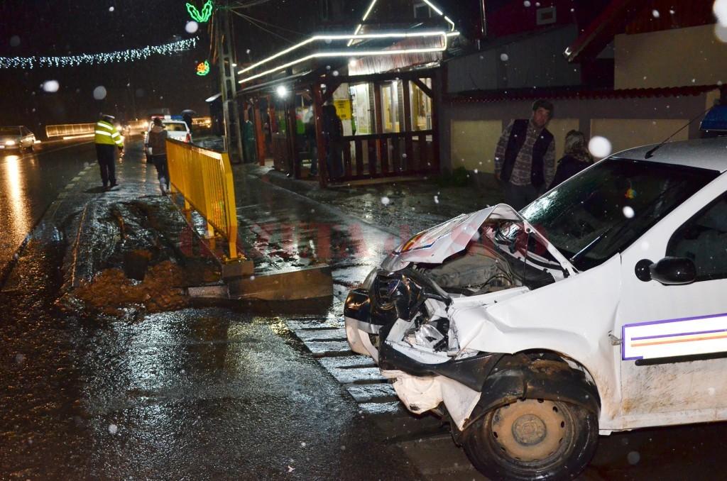 Polițiștii spun că șoferul unui VW Passat nu a acordat prioritate Daciei Logan a polițiștilor din Galiciuica