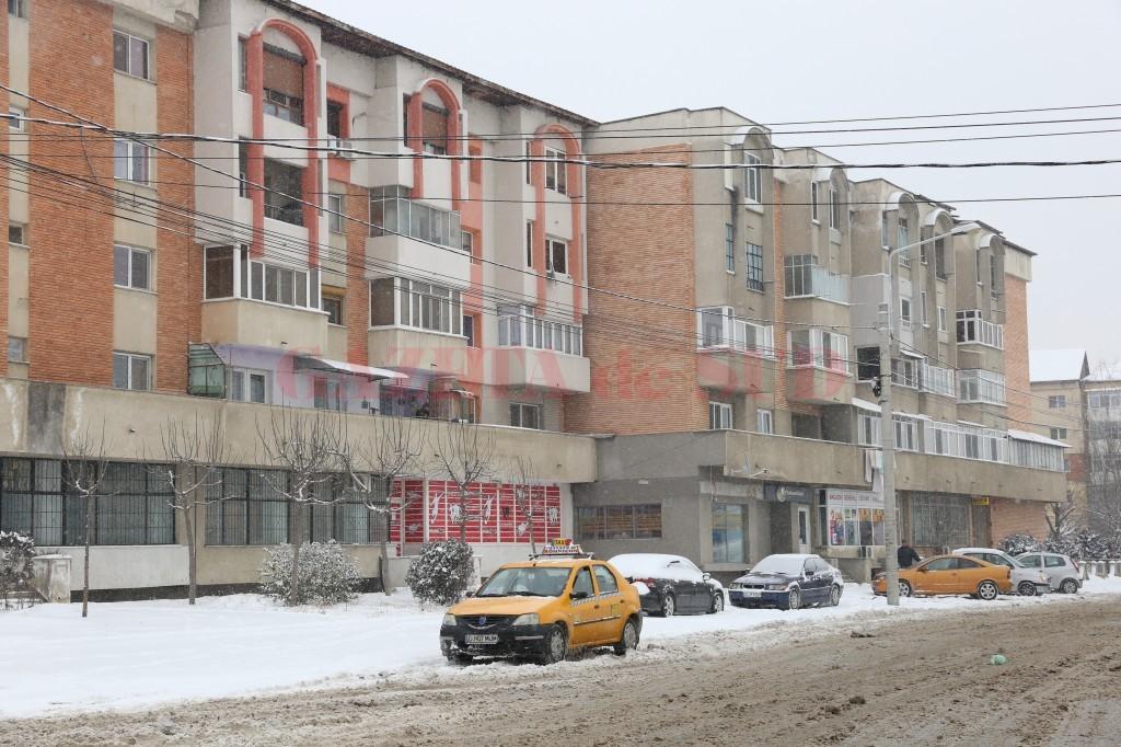 Specialiștii de pe piața imobiliară anticipează că anul acesta vor crește chiriile pentru imobilele închiriate unor firme care au sediul social declarat în acele imobile, întrucât pentru acele proprietăți se plătește un impozit mai mare (Foto: Lucian Anghel)