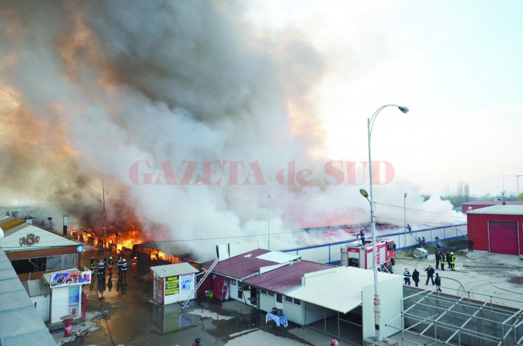 În urma incendiului izbucnit în Târgul Municipal au ars 600 de standuri și 60 de tone de haine și încălțăminte second-hand