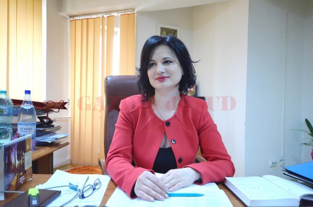 Lavinia Craioveanu, inspector școlar general, a precizat pentru GdS că, pentru a reduce deficitul bugetar, școlile trebuie să ia măsuri care implică diminuarea numărului de clase la învățământul simultan, comasarea claselor cu același profil și normarea personalului nedidactic la numărul de elevi (FOTO: Arhiva GdS)