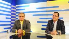 """Dr. Alin Voicu Măceșeanu (dreapta) și dr. Victor Grecu (stânga), medici pneumologi în cadrul Spitalului de Boli Infecţioase din Craiova, au vorbit în cadrul emisiunii """"Ora de Sănătate"""" de la Alege TV despre tuberculoză (Foto: Bogdan Grosu)"""