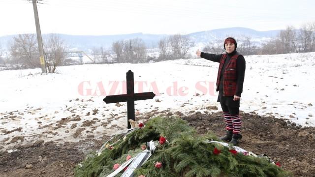 Femeia a fost înmormântată, în final, în grădina unei rude (Foto: GdS)