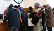 În fiecare zi lucrătoare sunt oameni care merg la CJP Dolj să își depună dosarul de pensionare