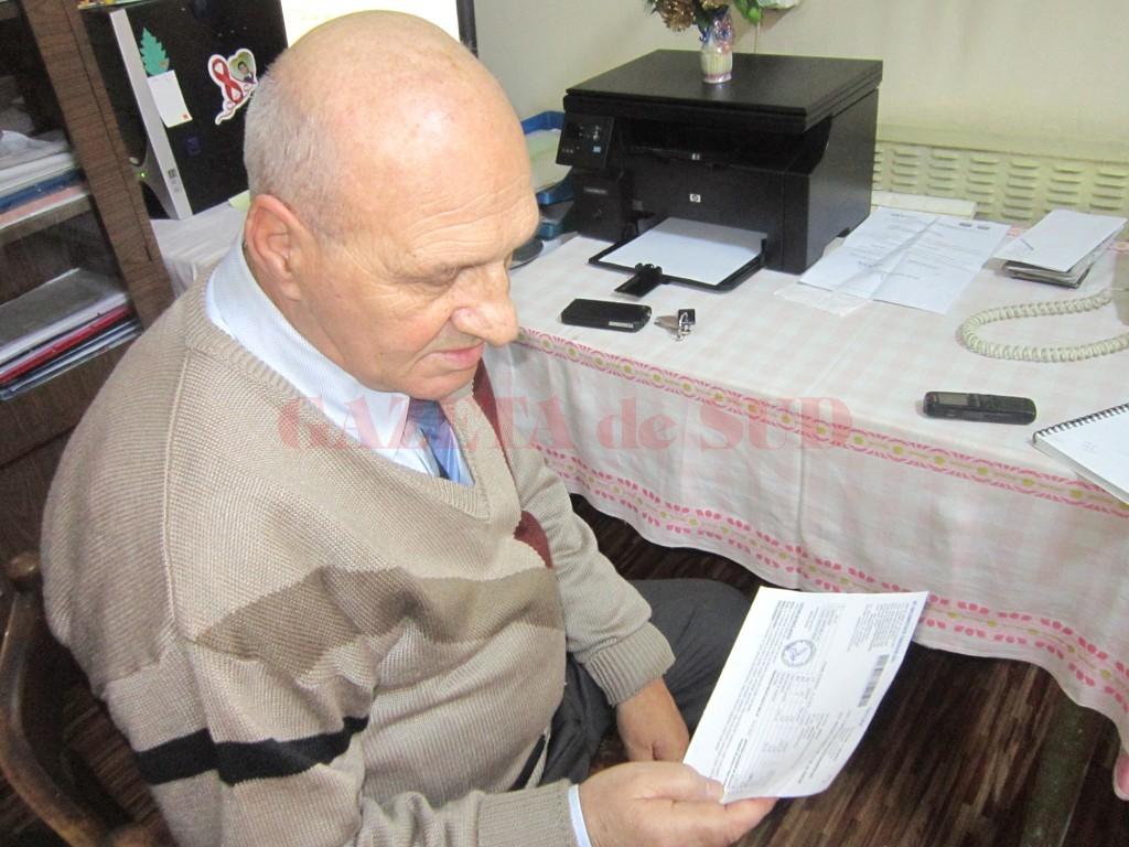 Președintele Asociației de proprietari nr. 2 Iancu Jianu spune că va da proprietarilor adeverință pentru cheltuielile de întreținere și penalități (FOTO: Maria Cernătescu)