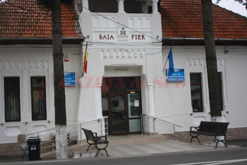 Primăria din Baia de Fier a fost amendată cu 2.000 de lei, deşi a angajat şase firme de deszăpezire