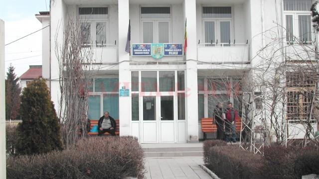 """Primăria Filiași a fost """"călcată"""" din nou de polițiștii trimiși de procurorii Parchetului de pe lângă Judecătoria Filiaşi"""
