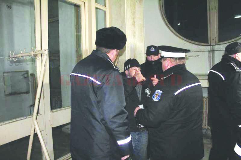 Câteva persoane fără adăpost dorm în Gara Târgu Jiu