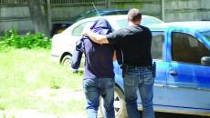 În mai 2010, ofițerii de combatere a criminalității organizate au ridicat mai multe persoane suspectate că se ocupau cu fraude informatice, printre care și pe Doru Stan (Foto: Arhiva GdS)